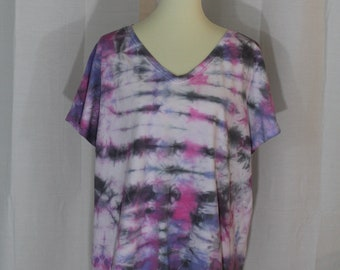 Black/pink/purple tie dye v-neck t-shirt, Women's hand dyed tees, Plus size t-shirt, Tie dye clothing