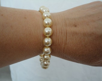 Vintage Chunky Ivory Faux Pearl Single String Bracelet with Gold Tone Clasp  - Wedding/Bridal/Gala/Cruise/Ball - 1960's