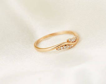 Alternative Wedding Band in 18k Yellow Gold, Diamond Wedding Ring,Diamond Wedding Band, Stackable Diamond band