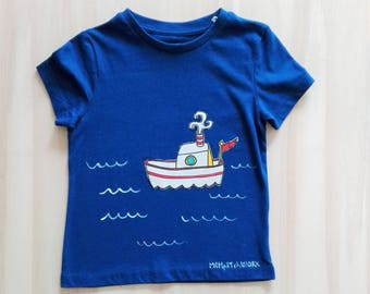 Blue t-shirt, decorated t-shirt, kids t-shirt with hand-painted fabric application. Hand painted t shirt. Boat in the sea. Made in Italy