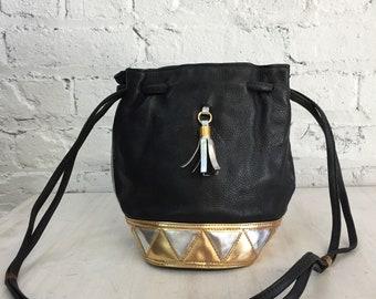 vintage 80s metallic geometric drawstring shoulder bag / leather bucket bag / minimalist triangle shapes bag