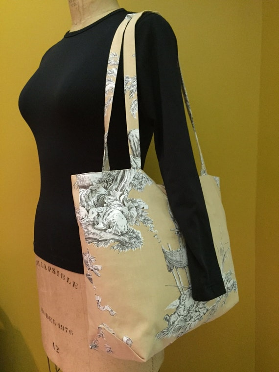 Tote bag with pockets.  Roomy tote with button and loop closure.  Pretty print fabric