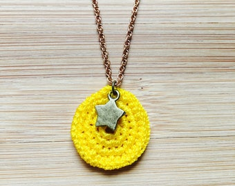 Gwen yellow crochet with star necklace