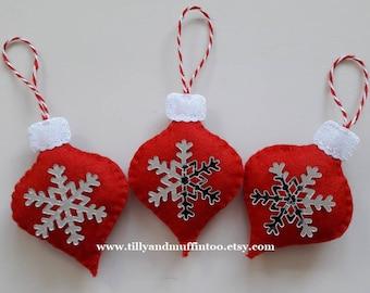 Red & White Felt Snowflake Christmas Ornaments/Decorations. Scandinavian Style Snowflake Ornaments/Decorations. Scandi Style Christmas.