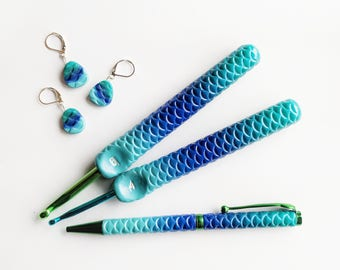Mermaid Crochet Hook. Ergonomic Crochet Hook. Teal Blue Turquoise gradient.