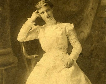 ON SALE Antique photograph of a pretty young woman from CHICAGO Illinois -- old vintage photo ephemera