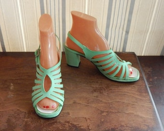 Vintage Shoes Pastel Mint Green Strappy Sandals Colorifics 60's 70's Mid Century Disco Wedding Fashion Chunky Heel Size 7