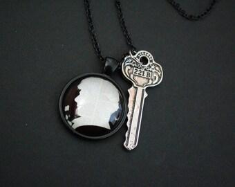 Sherlock Holmes silhouette 221B baker street necklace