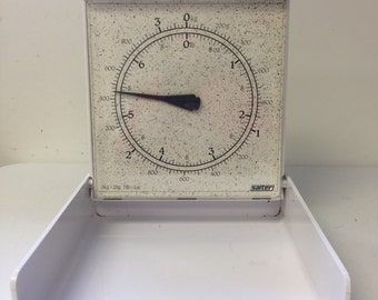 Vintage Salter Wall Scale White weighs items up to 7 pounds/3 + kilograms 8 oz markings in between pounds marks grams every 200 grams