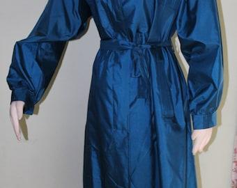 Sz. 8/10 petite, vintage 1980's raincoat in sapphire blue