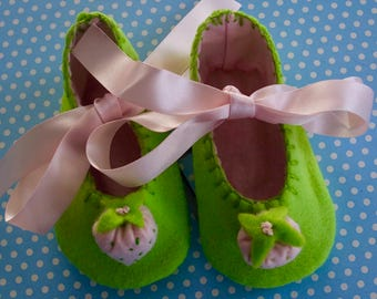 Green and Pale Pink Strawberry Felt Baby Booties Small
