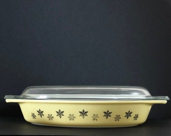 Pyrex Tableware Yellow Gaiety Snowflake Large Oval Dish with Lid
