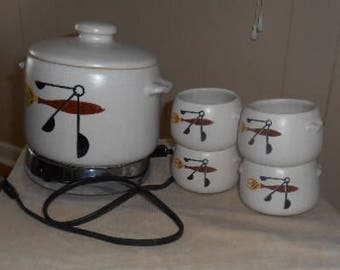 Westbend Bean Pot and 4 cups