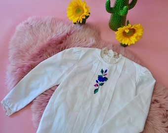 Gorgeous white vintage 90s does 70s victorian prairie lace neck embroidered blouse