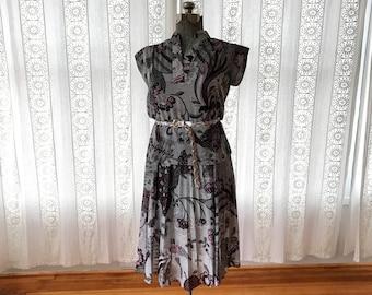 Botanical print peplum 70s dress // Boho floral print secretary dress