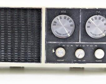 Vintage 1966 RCA Victor RHC19 FM/AM Table Radio Working