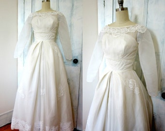 50s Wedding Dress - White Wedding Gown - Lace - XS - Crinoline - Long Sleeves