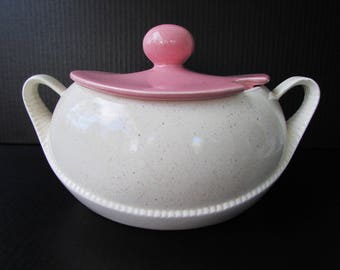 Vintage USA Pottery Soup Tureen - Pink and White Pottery Soup Tureen - Art Deco Style Soup Tureen - Mid Century Modern Pottery -