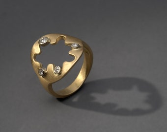 circle and waves 18K yellow and white gold ring with four diamonds