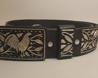 Beautiful handmade belt 100% hand embroidered with silver thread. Size 40