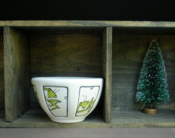 small praying mantis bowl, ceramic insect ice cream bowl, hand drawn white and green bowl