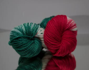 Hand dyed speckled worsted - Holly Jolly - 100% Superwash Merino wool yarn - 4 ply
