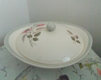 Pretty lidded tureen/vegetable dish with pink roses