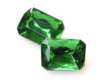 VINTAGE 18x13mm Peridot Medium Peridot Green Octagons Octagon Glass Jewels Stones, 18x13 Octagons, Green Octagons, (Dr12-T2-2-5) Quantity 2
