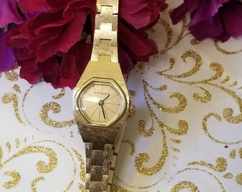 WITTNAUER Windup Ladies Wristwatch, Bracelet Style Watch, Textured Finish Bracelet Watch, Windup Vintage Watch, Great Condition