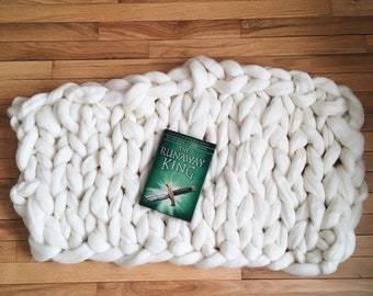 Chunky hand knit pure wool blanket/backdrop (H)