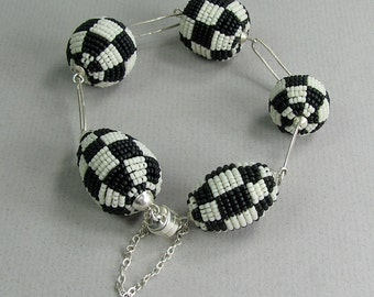 Beaded bracelet, black and white, checkerboard, beaded beads