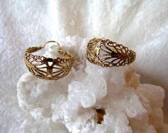Earrings Gold Filigree Hoop Earrings Vintage/  Lacey hoop earrings, pierced