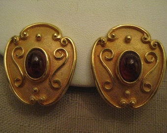 SIGNED AFJ Amber CABOCHON Gold Tone Raised Swirl Design Clip On Earrings