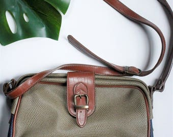 LAST CHANCE // Vintage Khaki Green and Navy Blue Pebbled Leather Purse Cross Body Bag