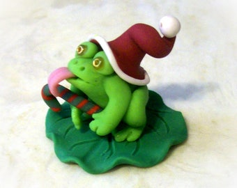 Holiday Green Frog on a Ruffled Lily Pad Hand Sculpted Toad Miniature 1.25 Inch Fun Figure