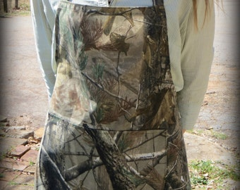 Realtree Camo apron with two large pockets