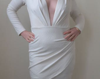 Low cut fabulous long sleeve white/ivory retro dress- S/M