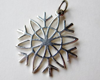 Vintage Sterling Silver Snowflake Winter Necklace Pendant