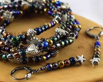 CHATOIEMENT exotique métallique iris irisé finition multicolor extensible rocaille bracelets en cinq tailles différentes avec des boucles d'oreilles de bonus