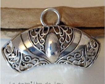 Large silver metal scarf bail