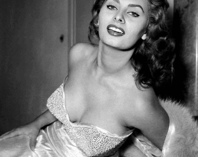 Sophia Loren Legendary Actress and Sex-Symbol - 5X7, 8X10 or 11X14 Publicity Photo (FB-504)
