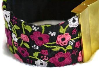 "Hand embroidered cuff bracelet ""Ma Prairie fleurie"""
