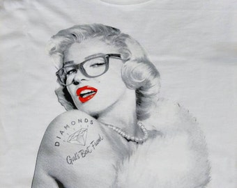 Marilyn Glamorous with glasses t-shirt womens