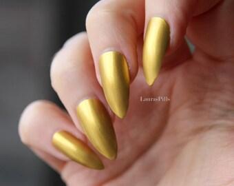 Gold stiletto nails! False nails, pointy nails, press on stiletto, chrome nails