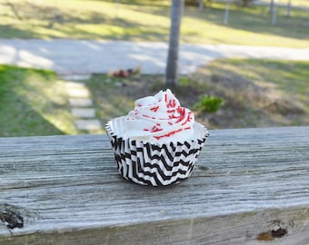 Black and White Cupcake (FAKE)