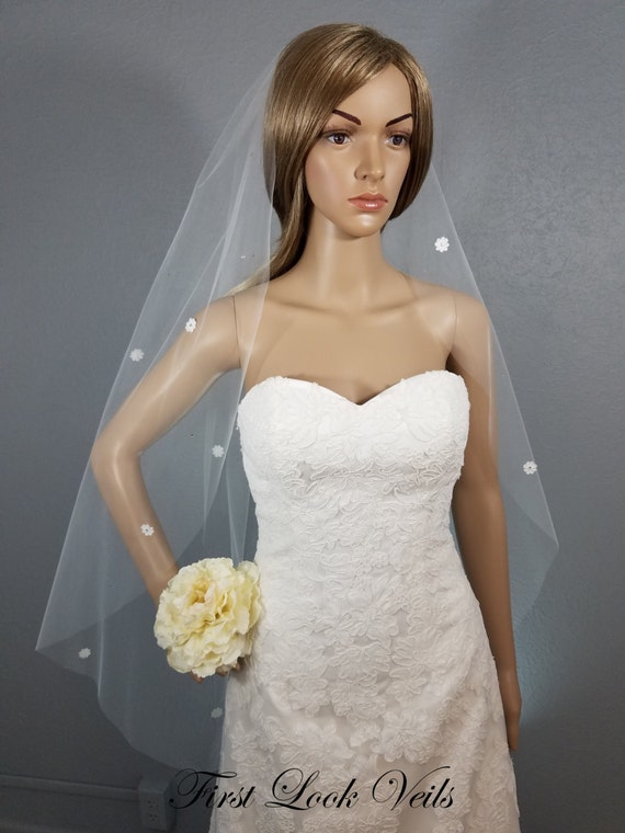 Ivory Wedding Veil, Lace Bridal Veil, Fingertip Veil, Floral Viel, Crystal Accents, Wedding Vail, Bridal Accessory, short Veil, Bride