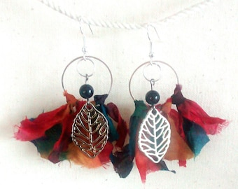 Ethnic earrings made of silk.