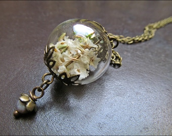 White Wild Flower necklace with small bead