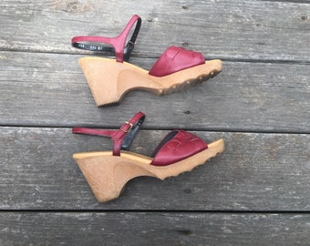Vintage Naturalizer Wedge Sandal with Woven Leather / Wine Maroon Color / Womens Size 8.5 N / Comfort Shoes