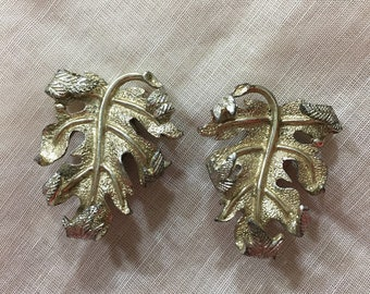 1960s Sarah Coventry Gold Tone Leaf Clip on Earrings